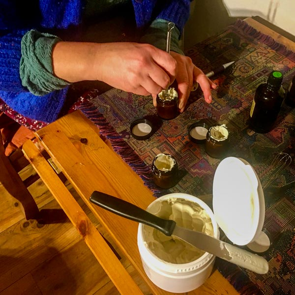 Blending a cream with essential oils